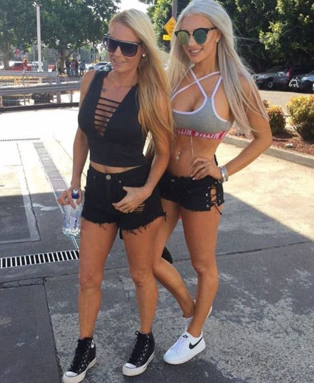 47976UNILAD imageoptim sis 3 Photos Send Family Viral As Mother And Daughters Look So Alike