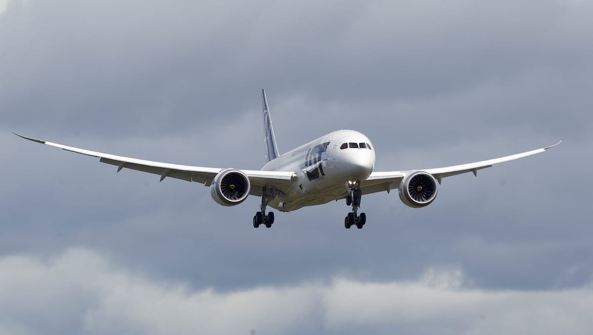 835UNILAD imageoptim GettyImages 165716698 Heres Why Planes Are Always Painted White
