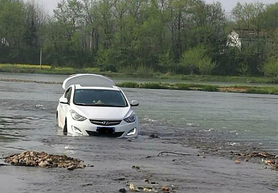 Guy Drives Car Into Middle Of River Because GPS Told Him To